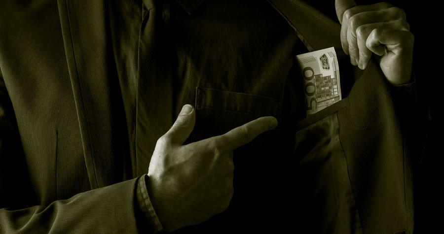 ¿Se encuentra afectado por una empresa o particular que le debe dinero? y además ¿se declara insolvente, en quiebra o en concurso de acreedores?